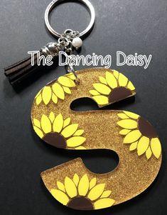 Sunflower initial keychain – The Dancing Daisy Designs Diy Keychain, Keychain Ideas, Monogram Keychain, Keychain Design, Birthday Gifts For Bestfriends, Sunflower Accessories, Dancing Daisy, Sunflower Gifts, Sunflower Images