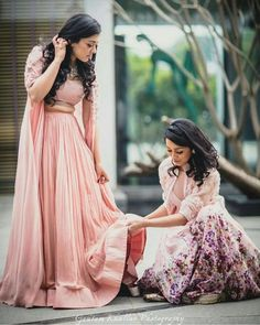 Trendy how to pose for pictures with friends the bride Ideas Sister Wedding Pictures, Wedding Picture Poses, Wedding Poses, Wedding Photoshoot, Wedding Ideas, Bridesmaid Pictures, Wedding Shoot, Wedding Makeup, Diy Wedding