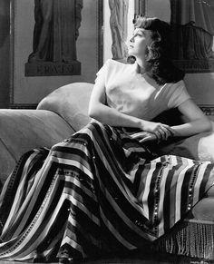 Margaret Sullavan, circa 1941 Golden Age Of Hollywood, Vintage Hollywood, Hollywood Stars, Classic Hollywood, Hollywood Actresses, Actors & Actresses, Margaret Sullavan, Journey To The Past, William Wyler