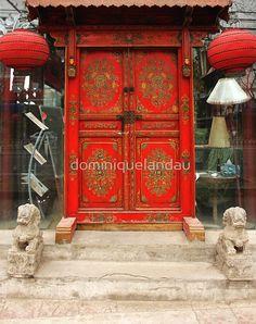New chinese red door beijing china Ideas Chinese Door, New Chinese, Chinese Culture, Chinese Art, Teal Door, Dorm Room Doors, Cross Door Hangers, Oriental, Chinese Interior