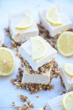 Cheesecake Bars Raw Lemon Cheesecake Bars: A creamy, rich, lemony coconut cashew cream filling sits atop a naturally sweetened nut crust for the perfect easy and healthy dessert! Desserts Crus, Raw Dessert Recipes, Raw Desserts, Lemon Desserts, Dessert Bars, Raw Food Recipes, Healthy Recipes, Lemon Cheesecake Bars, Healthy Cheesecake