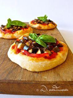 Di pasta impasta: Pizzette vegane con melanzane e peperoni
