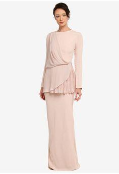 By Nurita Harith Muslim Fashion, Hijab Fashion, Fashion Dresses, Batik Fashion, Malay Wedding Dress, Mom Dress, Kebaya, Dress To Impress, Dress Outfits
