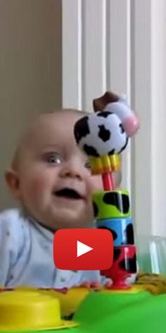 Bébé qui vous fera rire aux éclats.  http://rienquedugratuit.ca/videos/bebe-qui-vous-fera-rire-aux-eclats/