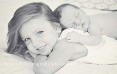Newborn Poses, Newborn Baby Photography, Children Photography, Photography Ideas, Newborn Sibling Pictures, Sweets Photography, Baby Sister Photography, Fall Newborn Pictures, Newborn Shoot
