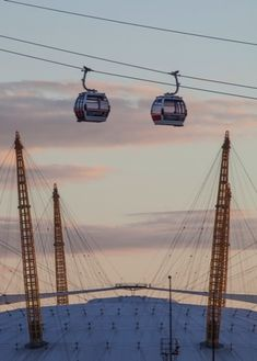 THINGS TO DO IN LONDON: Fly over the Thames with a fantastic view of the O2 Arena, Greenwich Peninsula and the Royal Docks! Just hop on any of the Emirates Air Line cable cars in London. #London #budget #activities