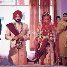 Wedding Outfits For Groom, Pre Wedding Shoot Ideas, Pakistani Wedding Outfits, Sikh Wedding, Punjabi Wedding, Bridal Outfits, Indian Wedding Photos, Indian Wedding Photography, Wedding Pics
