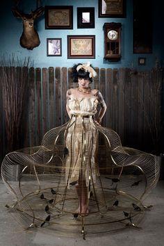 Cage-like hoop skirt with birds Fashion Moda, Fashion Art, Fashion Design, Macabre Fashion, Fashion Tips For Women, Fashion Advice, Fashion Ideas, Fashion Outfits, Psycho Girlfriend