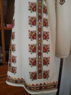 Folk Embroidery, Embroidery Patterns, Abayas, Cross Stitching, Costumes, Traditional, Womens Fashion, Shirts, Needlepoint