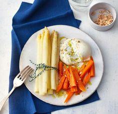 Weißer Spargel mit Möhren und Burrata Rezept - [ESSEN UND TRINKEN]