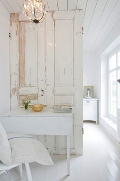 Old doors as room divider,why not? Maybe between kitchen and either dining area or living room.does not divide the whole room.but makes a good separation.and I do love the Old Door! - Home Decor Pin Room Divider Doors, Room Doors, Room Dividers, Divider Cabinet, Closet Doors, Style At Home, Rustic Doors, Cool Ideas, Diy Ideas