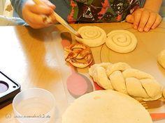 DIY für die Kinderküche und Kaufmannsladen: Backwaren aus Salzteig - Mamahoch2