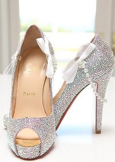 big-events-weddings:  Now I am in love with these Christian Louboutins!