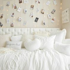 Cute Bedroom Decor, Teen Room Decor, Room Ideas Bedroom, Tween Girls Bedroom Ideas, Teen Bedrooms, String Lights In The Bedroom, Lights In Dorm Room, Twinkle Lights Bedroom, Pastel Room