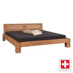 Massivholzbett  Rustikales Massivholzbett mit tollem Schweberahmen. | Betten.de ...