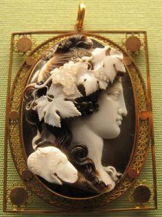 File:Benedetto pistrucci, bacco, sardonice, 1800 ca. Antique jewelry cameo grapes x Cameo Jewelry, Dainty Jewelry, Handmade Jewelry, Jewelry Rings, Gucci Jewelry, Jewelry Logo, Jewelry Quotes, Simple Jewelry, Jewelry Branding