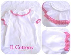 Camisa de algodão branca com gola de folhos com renda de algodão cor de rosa choque