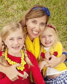 extended family pictures at Capturing-Joy.com- fun bright colors!