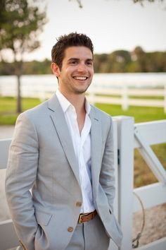 Casual groom for a casual outside wedding? I'm definintely liking this idea. :]