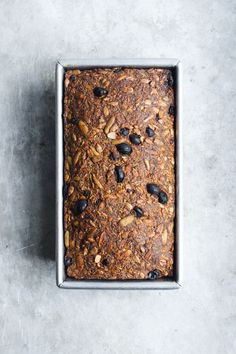 Gluten-free pumpkin bread full of superfoods like chia seeds, sunflower seeds, oats and pumpkin seeds. Naturally vegan, and refined sugar and nut-free. Gluten Free Pumpkin Bread, Vegan Gluten Free, Muffins, Seed Bread, Raisin Bread, How To Make Bread, Bread Making, Vegan Sweets, Vegan Baking