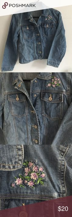 •Gap Girl• Jean Jacket with Flower Embroidery• Excellent used condition!! Light fading, this is an early made jacket late 90s early 2000s. Great quality and adorable jacket for your young one!💕 size LARGE OR 10 GAP Jackets & Coats