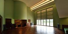 Après un important chantier de rénovation, la villa Cavrois située à Croix dans le nord de la France rouvre ses portes aux visiteurs. Dès le 13 juin 2015, le public pourra redécouvrir ce chef d'œuvre de l'architecture moderniste de Robert Mallet-Stevens. Une équipe de France 3 Lille a pu visiter l'édifice en avant-première.