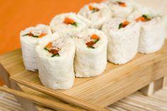 Receta de sushi de sándwich para el lunch de los niños. Con pan integral quedaría más rico.