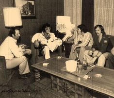 """Elvis and some of the guys waiting for the """"Aloha From Hawaii"""" Las Vegas press conference. Graceland Elvis, Elvis Presley Family, Elvis Presley Photos, Priscilla Presley Wedding, Elvis And Priscilla, Memphis Mafia, Elvis In Concert, Burning Love, Family Photo Album"""