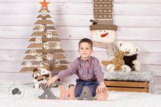 Bölcsis és ovis fotózás Gingerbread Cookies, Advent Calendar, Christmas Ornaments, Holiday Decor, Home Decor, Gingerbread Cupcakes, Ginger Cookies, Decoration Home, Room Decor
