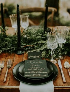 """""""Winter is Coming"""" Woodsy Wedding Inspiration Beautiful Green and Fold Calligraphy Wedding Menu! Woodsy Wedding, Forest Wedding, Wedding Menu, Wedding Table, Wedding Planning, Wedding Day, Decor Wedding, Wedding Vintage, Wedding Catering"""