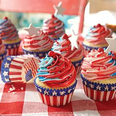 Just a sneak peak of sweet treats for this Fourth of July! Delicious Desserts for July Fourth of July is just around the corner and that means it's time for cookouts, fireworks, and everything… Cupcake Recipes, Cupcake Cakes, Cupcake Ideas, Mini Cakes, Spring Cupcakes, Cupcakes Kids, Party Cupcakes, Gourmet Cupcakes, Blue Frosting