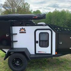 The Expedition 2.0 is an all-metal trailer, with a drop-down sink and stove plus a Dometic 12v fridge and 50 degrees of rear departure to help get you out there in comfort! Repost @1overlandescape #offgridtrailers #offroadtrailer #adventuretrailer #adventurefamily #neverstopexploring #livelifeoutside #nationalparkservice #findyourpark #getoutside #lifeoutside