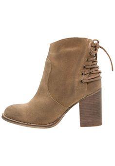 Frauen mit Stil greifen zu diesen Stiefeletten. Zign Ankle Boot - cappucino für 89,95 € (08.03.16) versandkostenfrei bei Zalando bestellen.