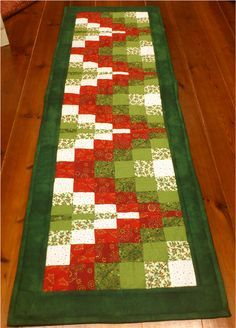 Easy Chevron Table Runner for quilters Patchwork Table Runner, Table Runner Pattern, Quilted Table Runners, Xmas Table Runners, Table Runner And Placemats, Bargello Patterns, Bargello Quilts, Patchwork Quilting, Skinny Quilts