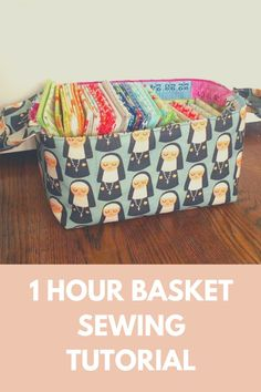 Love these baskets with fabric handles. Perfect for storing fabric, toys, cosmetics, or for giving gifts. I'm making mine in nursery fabric and filling it with goodies for a baby shower. Sewing Hacks, Sewing Tutorials, Sewing Projects, Sewing Tips, Sewing Ideas, Sewing Crafts, Craft Projects, Bag Patterns To Sew, Sewing Patterns Free