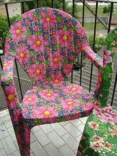 Image gallery – Page 462956036692889886 – Artofit Decoupage Furniture, Home Decor Furniture, Furniture Makeover, Painted Furniture, Milk Crate Furniture, Chair Makeover, Painting Plastic Chairs, Crafts To Sell, Diy And Crafts