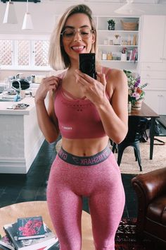 Check out these 22 adorable gym shark outfits! Sporty Outfits, Cute Outfits, Fitness Outfits, Workout Outfits, Sexy Outfits, Fitness Fashion, Gym Shark Outfit, Pink Workout, Intense Workout