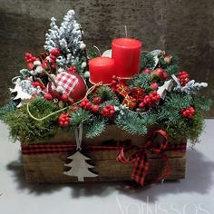 Compositions Compositions - New Ideas Christmas Baskets, Rustic Christmas, Christmas Diy, Christmas Wreaths, Christmas Ornaments, Holiday, Christmas Candle Decorations, Christmas Flower Arrangements, Deco Table Noel