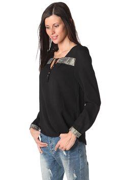 Black blouse with contrast lace applique trim - 39,90 € - https://q2shop.com/
