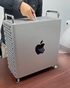 Cool Electronic Gadgets, Electronics Gadgets, Mac Pro, Cool Gadgets For Men, Laptop Design, Dream Desk, Top Luxury Cars, Phone Plans, Computer Case