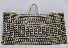 Michelle Mayn: Kete and Bags Flax Weaving, Basket Weaving, New Zealand Flax, Maori Designs, Maori Art, Weaving Patterns, Weaving Techniques, Straw Bag, Leather Bag