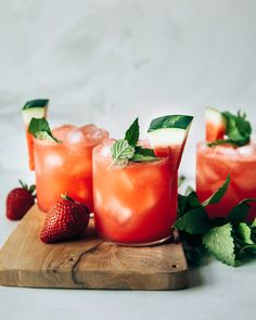 Photo displays finished glasses of sparkling strawberry watermelon limeade, garnished with wedges of watermelon and mint. Healthy Food Blogs, Healthy Drinks, Healthy Recipes, Non Alcoholic Drinks, Vodka Drinks, Beverages, Limeade Recipe, Home Grown Vegetables, Gastronomia