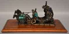 Lot 635: A silver miniature coach set with pearls, cut glass and enamel, probably Russian, early 20thC, H 18,5 - W 47 - D 27 cm  € 800 - € 1.000