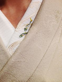 kimono 着物 love the under kimono with subtle embroidery
