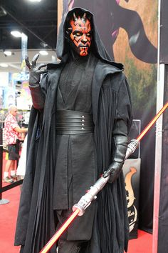Darth Maul at San Diego. Lotd of notification inside Samsung galaxy aTab said Lee DaHae.Relax said his bf.