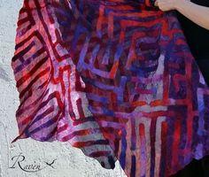 """Купить """"Лабиринт"""" шарф палантин шёлковый с валяным рисунком - яркие цвета, необычный шарф"""
