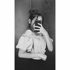 December Wallpaper, Beautiful Dresses For Women, Girly Pictures, Crazy Girls, Girl Photography Poses, Cute Couples, Off Shoulder Blouse, Black And White, Mirror Selfies