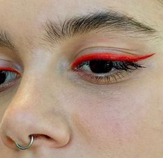 Orange eyeliner Orange eyeliner – Das schönste Make-up Makeup Goals, Makeup Inspo, Makeup Inspiration, Makeup Tips, Makeup Ideas, Kiss Makeup, Makeup Art, Hair Makeup, Devil Makeup