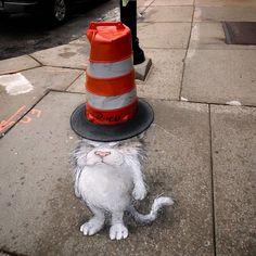 "Gefällt 13.4 Tsd. Mal, 142 Kommentare - David Zinn (@davidzinn) auf Instagram: ""Not that cat nor that hat #streetart #chalkart #graffiti #warning #headwear"""