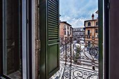 Wake up and admire Porta Borsari from your Victoria Suite. #borsari #palazzovictoria #verona #luxuryhotel #igersitaly #huntgram